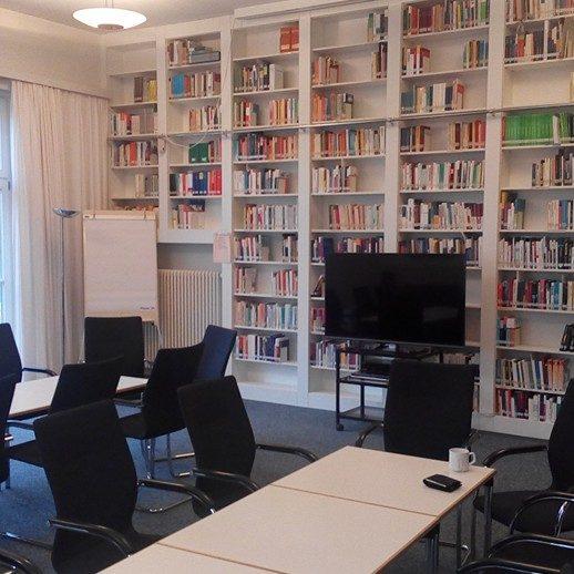 Tagung, Workshop, Dr. Cicek, Hüseyin Cicek, Bücher in Regal